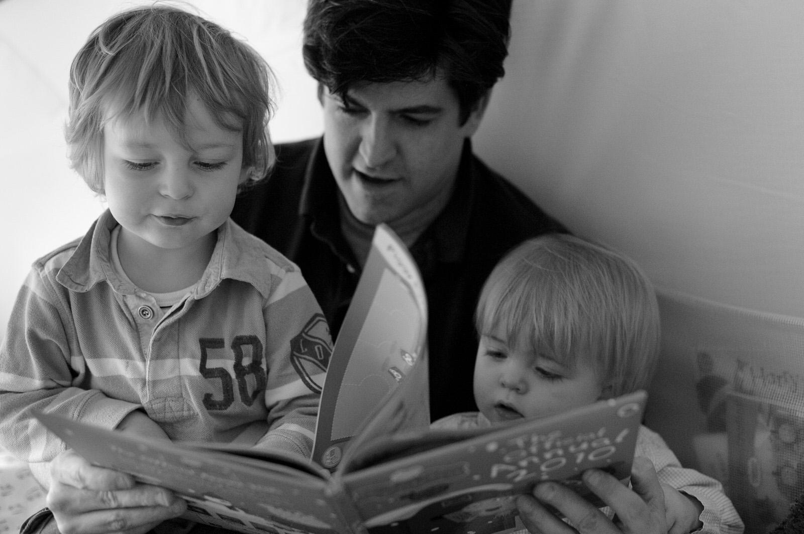 Dad reading to his boys - Family Photographer Storrington